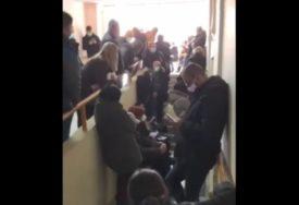 ZAMALO TUČA U KOVID BOLNICI Sukob pacijenata i medicinske sestre, intervenisala i policija