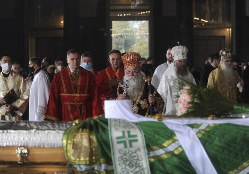 U SVEMU IMA MNOGO SIMBOLIKE Mnogi se pitaju zašto je kovčeg sa tijelom patrijarha PREKRIVEN ZELENIM PLAŠTOM