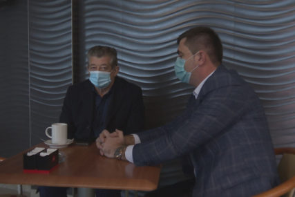 PREDAH NAKON IZBORA Bivši i novoizabrani gradonačelnik Bijeljine na zajedničkoj kafi