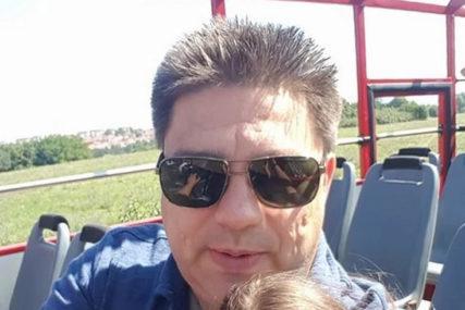 """""""VIDIMO SE USKORO U NEKOM NEBESKOM BENDU"""" Muzičar (46) umro od korone, riječi kojima se opraštaju KIDAJU DUŠU"""