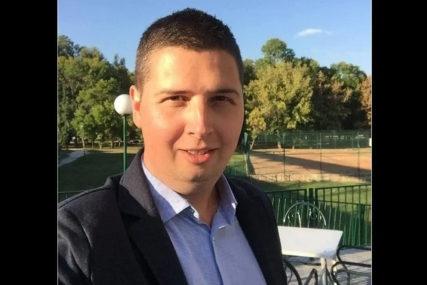 """""""IŠAO JE U SRCE ŽARIŠTA PANDEMIJE"""" Preminuo mladi novinar nakon mjesec dana borbe sa koronom (FOTO)"""