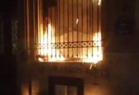 HAOS NA ULICAMA PARIZA Demonstranti zapalili centralnu banku, okršaj sa policijom (VIDEO)