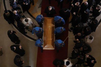 """""""ON NIJE UMRO, ON SPAVA"""" Jake riječi episkopa bačkog Irineja nad patrijarhovim odrom (VIDEO)"""