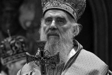 U SKLADU SA EPIDEMIOLOŠKIM MJERAMA Vjernici neće moći da cjelivaju patrijarha, ni kovčeg