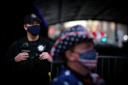 PUCNJAVA U KALIFORNIJI Sedmoro ranjeno kada je napadač otvorio vatru ispred bara (VIDEO)
