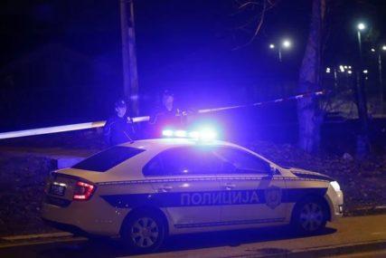 """KAO U AKCIONOM FILMU Napadač iz automobila u pokretu ispalio više metaka u """"mercedes"""""""