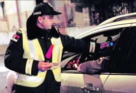 Pune ruke posla za policiju: Djevojka (22) divljala gradom, vozila skoro 190 na sat