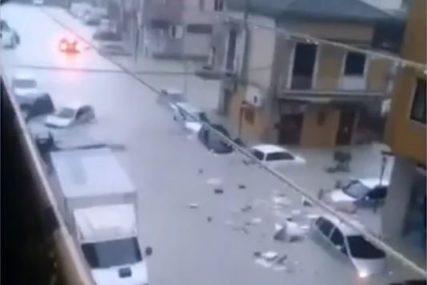 AUTOMOBILI PLUTAJU ULICAMA Poplave u OVOJ zemlji napravile haos, bujica nosila i MOSTOVE (VIDEO)