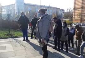"""PROTEST U BRČKOM ZBOG NOVIH MJERA """"Konobari ne prenose zarazu, želimo da radimo"""" (VIDEO)"""