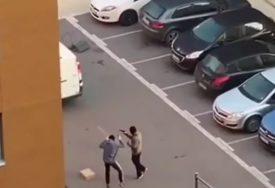 DRAMA NASRED ULICE Maskirani napadači držali žrtvu na nišanu, zapucali pa POBJEGLI (VIDEO)