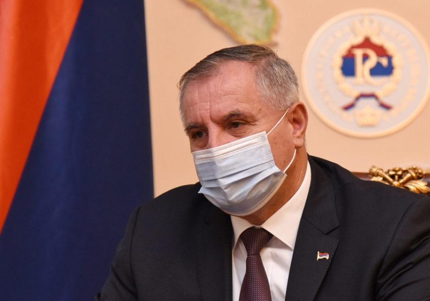 Zbog mogućnosti UVOĐENJA KOVID PASOŠA: Višković zatražio prioritetnu vakcinaciju vozača u međunarodnom teretnom prevozu