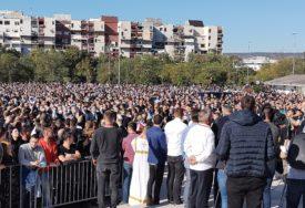 BROJNI ZVANIČNICI PRISUTNI NA SAHRANI Vučić i Dodik se poklonili na odru mitropolitu Amfilohiju (VIDEO)
