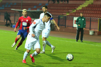 ŠOK UTAKMICA NA GRBAVICI Mladost sa dva igrača manje stigla do boda protiv Željezničara