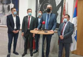 """""""VLADA ISTRAJNA DA UNAPRIJEDI UNIVERZITET"""" Rajčević s profesorima i studentima u Istočnom Sarajevu"""