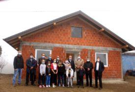 KRAJ ŽIVOTA U NEPODNOŠLJIVIM USLOVIMA Izgradili kuću za porodicu Vrejić iz Srpca