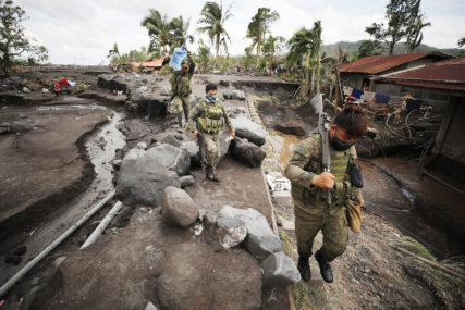 VIJETNAMCI NAPUSTILI DOMOVE Evakuisali hiljade ljudi zbog tajfuna