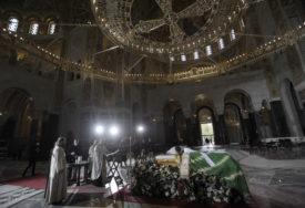 MOLITVA CIJELOG DANA I NOĆI Kovčeg s tijelom patrijarha Irineja prenijet u Hram Svetog Save