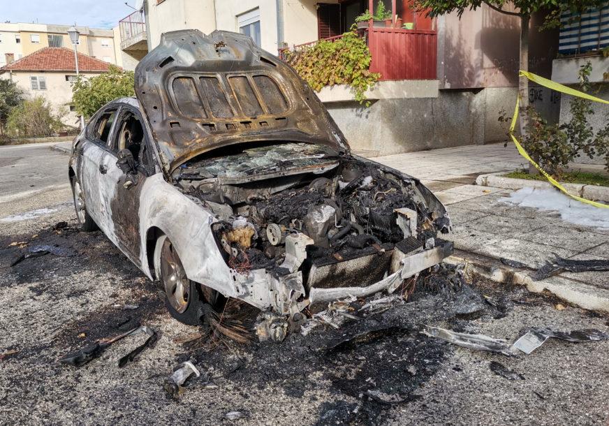 BURNA NOĆ U TREBINJU U buktinji izgorio automobil, vatrogasci spriječili ŠIRENJE VATRE