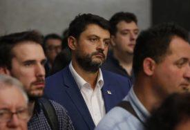 BOŽOVIĆ MORA DA NAPUSTI CRNU GORU Ambasador Srbije proglašen za PERSONU NON GRATA