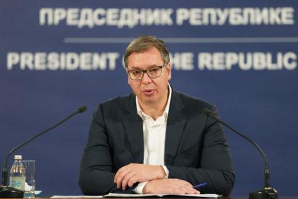 ZAHVALIO IM SE ZA ENERGIJU I TRUD Vučić uručio odlikovanja za zasluge u borbi protiv virusa korona