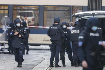 """""""NAPAD NIJE POČINILA JEDNA OSOBA"""" Austrijska policija istražuje osumnjičene saučesnike teroriste iz Beča"""