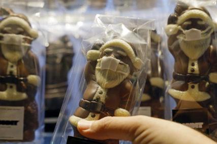 I DJED MRAZ NOSI MASKU Popularna čokoladna poslastica u KORONA STILU