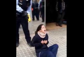 DRAMA ISPRED KOVID AMBULANTE Policajci na  djevojci upotrijebili elektrošoker