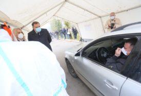 DODIK S KOVID TIMOM ISPOD ŠATORA U posjeti lokaciji za testiranje građana u automobilima