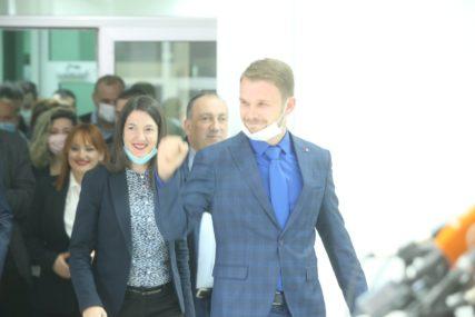 """DRAŠKO STANIVUKOVIĆ PROGLASIO POBJEDU """"Ovo je najsrećniji dan u istoriji grada"""" (VIDEO)"""
