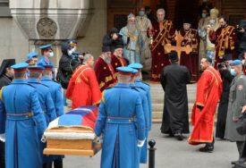 SAHRANA SUTRA Kovčeg sa tijelom blaženopočivšeg patrijarha Irineja donijet u Patrijaršijski dvor