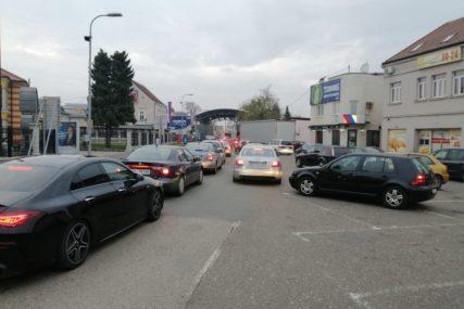 U jeku sezone godišnjih odmora: Pojačana frekvencija vozila u Gradiški i Brodu