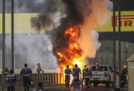 ČUDO SPASILO VOZAČA Grožan iskočio iz zapaljenog bolida (VIDEO)