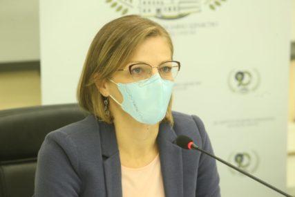 Doktor Jela Aćimović za SRPSKAINFO: Virus nije oslabio, sve više oboljelih ima TEŠKU KLINIČKU SLIKU