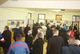 DO 15.30 IZLAZNOST 39 ODSTO U Banjaluci glasalo 73.872 birača koji imaju pravo glasa