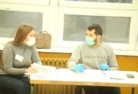 TENZIJE SA POSMATRAČIMA Kasnilo otvaranje tri birališta u Banjaluci
