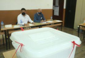 NADMETALA SE ČETIRI KANDIDATA Zatvorena biračka mjesta u Sjevernoj Mitrovici i Podujevu