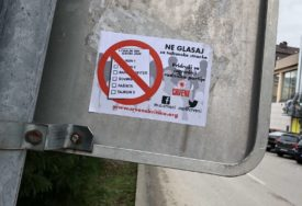 STIDLJIV POVRATAK CRVENIH Naljepnicama pozivaju birače da ne glasaju za TAJKUNSKE PARTIJE