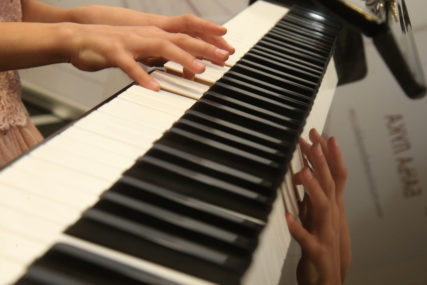 OBAVEZNO POŠTOVANJE MJERA Od danas dozvoljena muzika uživo u ugostiteljskim objektima