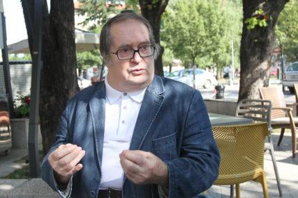 KAD NA KNJIGU SLETI BIJELI ANĐEO Zašto je Kolja Mićević bio svjetski intelektualac