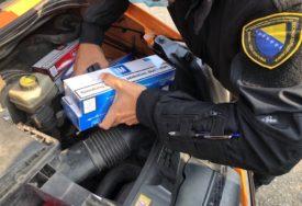 KOMBI PREUREĐEN ZA KRIJUMČARENJE Zaplijenjene cigarete vrijednosti 41.050 MARAKA (FOTO)