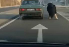 """I OVO SE DEŠAVA U BiH Zavezao konja za """"mercedes"""" i kretali se saobraćajnicom (VIDEO)"""