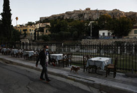 PROSJEK GODINA UMRLIH OD KORONE JE 80 U Grčkoj 2.199 novooboljelih i 111 preminulih
