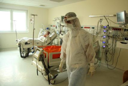 AMERIKA NA UDARU OPAKE ZARAZE Treći dan rekordan broj novozaraženih