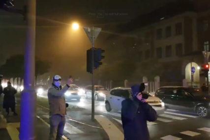OGORČENI ZBOG MJERA Auto-protest građana u Ljubljani (VIDEO)