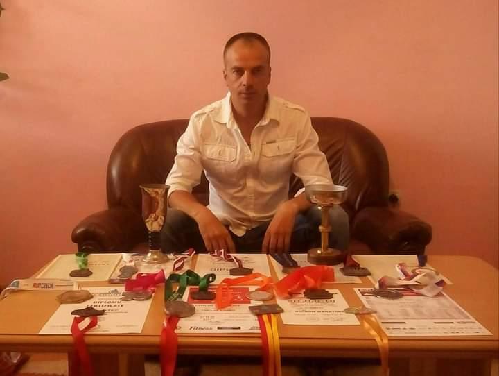 TRČI ZA POMOĆ TEŠKO BOLESNOM SUGRAĐANINU Bilećki ultramaratonac Ljubo Trklja u novoj humanitarnoj akciji