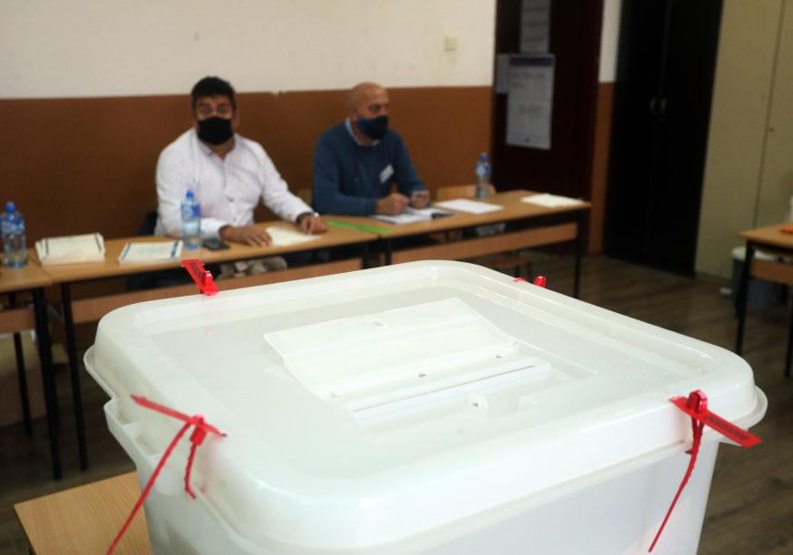 RAD MOBILNIH KOVID TIMOVA Glasalo 230 birača u izolaciji