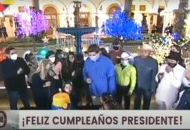PREDSJEDNIK VENECUELE TESTIRAO MASKU Pokušao da ugasi svjećice na rođendanskoj torti (VIDEO)