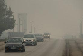 VOZAČI,OPREZ! Magla i poledica otežavaju saobraćaj