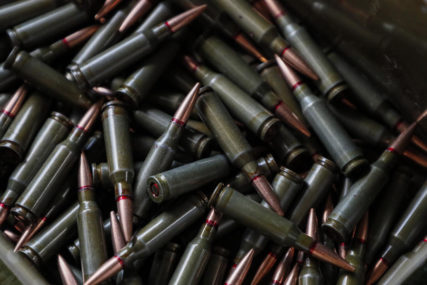 AMERIKA U STRAHU OD POSTIZBORNOG HAOSA Ljudi pohrlili u prodavnice  oružja, mlade mame KUPUJU PUŠKE