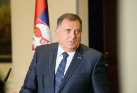 """Dodik prisustvuje vojnoj vježbi i prikazu na poligonima """"Orešac"""" i """"Pasuljanske livade"""""""